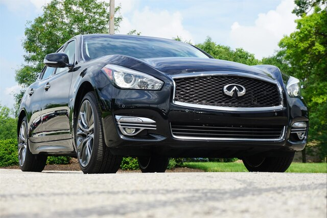 Pre-Owned 2018 INFINITI Q70 3.7 Premium Select Edition